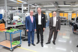 von links nach rechts Ekrem Sirman, Landrat Michael Köberle, Walter Gerharz