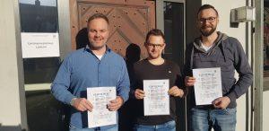 Die zweite Staffel wurde jetzt am 15.02. erfolgreich beendet. Die hier abgebildeten Absolventen (von links nach rechts) Oliver Schmidt(Opel Projektbau GmbH/Diez), Marcel Klein (Glaserei Klein/Diez) und Tim Fuchs (Opel Projektbau GmbH/Diez) bekamen zum Abschluss von Schulleiter und Dozent Claus Prégardien ihre Zertifikat überreicht.